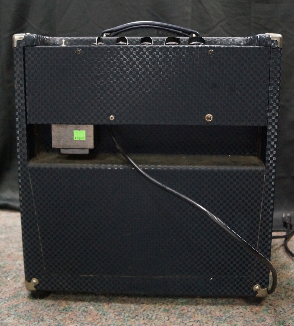 used ampeg b50r bass guitar amplifier very good condition ebay. Black Bedroom Furniture Sets. Home Design Ideas