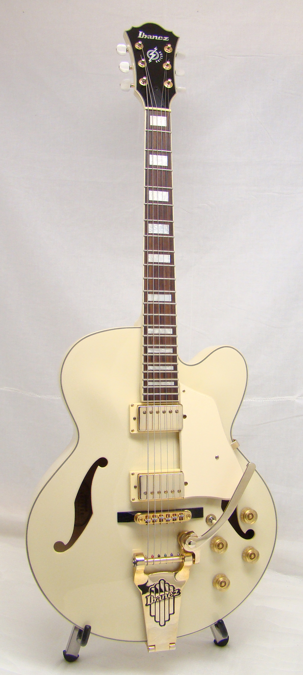 used ibanez artcore hollow body electric guitar exc ivory gold hw ebay. Black Bedroom Furniture Sets. Home Design Ideas